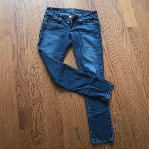 LIKE NEW American Eagle stretchy skinny jeans